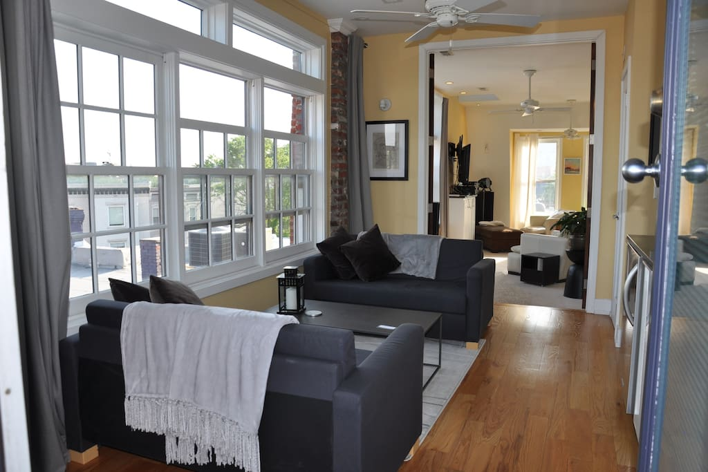 Top floor lounge with butlers pantry to support roofdecks