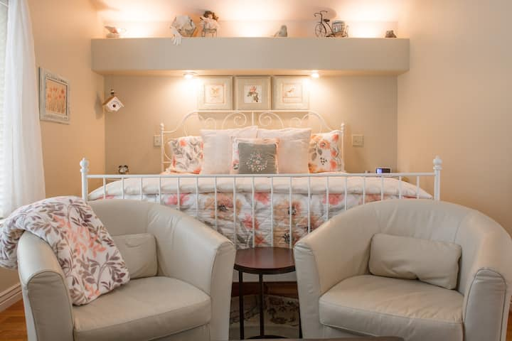Willow King Suite Luxury Privacy Romance CLEAN!!