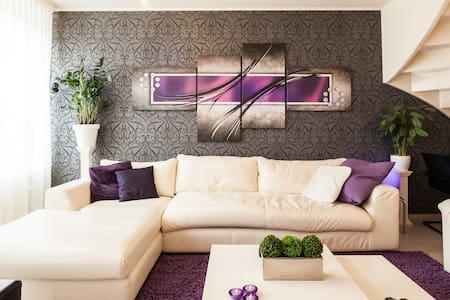 Eenvoudige kamer 10 M2 comfortabel.Super reviews - Enschede - Haus