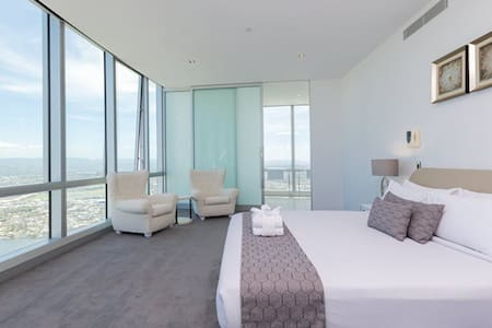 Q1 Presidential Penthouse with Private Pool lvl 74 - Master bedroom