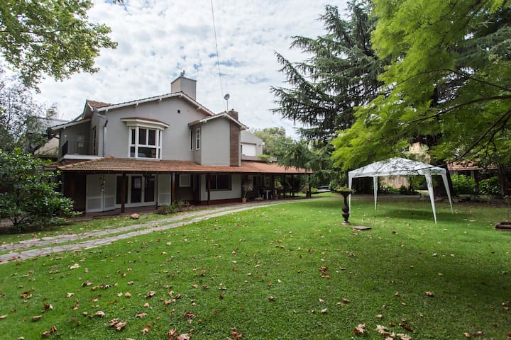 Casa Quinta La Lucía - Olivos - Rumah
