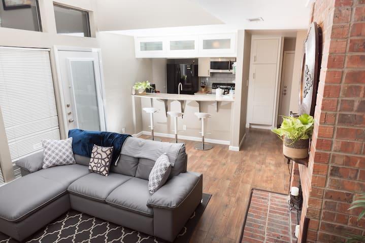 Spacious 3bed/3bath Condo - Dallas - Apto. en complejo residencial