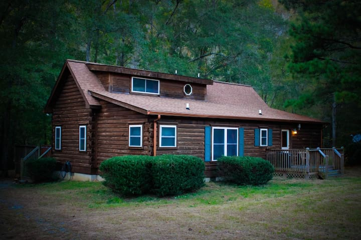 Rivers Edge Cabin very private 3 bedroom 3 bath with hot tub, fire pit,  over an acre of land
