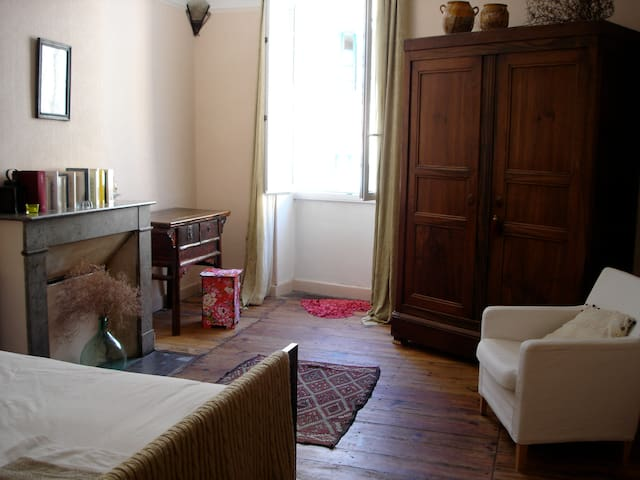 Chambre en plein centre - Cahors - Bed & Breakfast