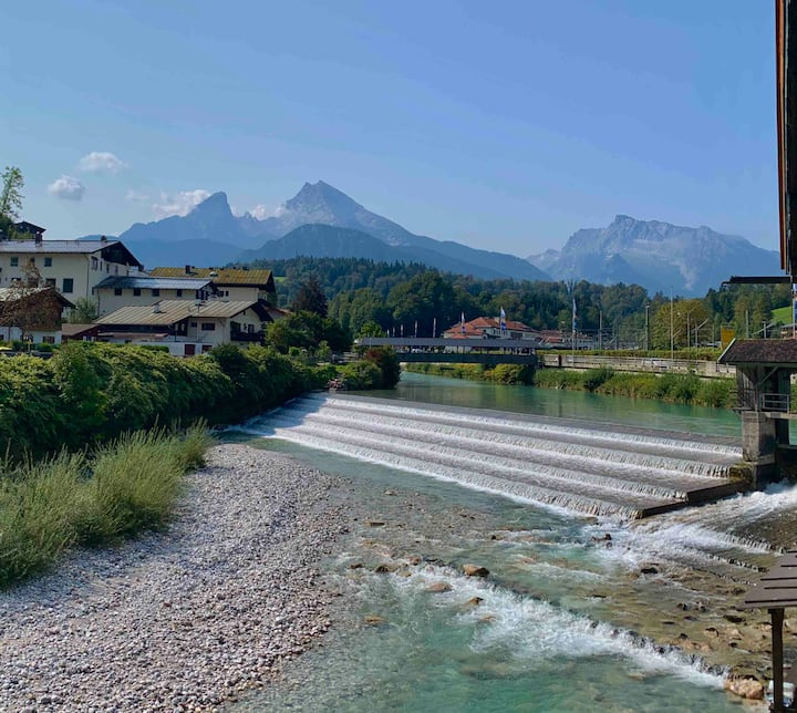 1 Zimmer-Appartement am Fluss mit Bergpanorama
