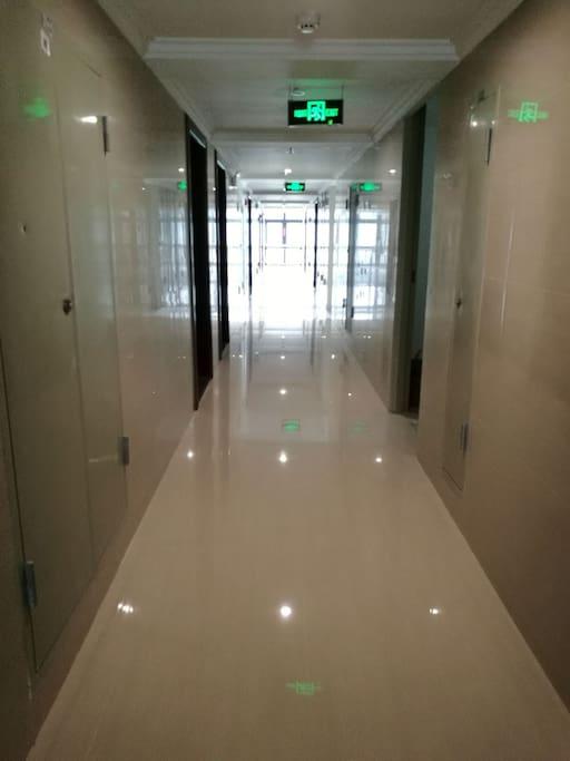 公寓12楼走廊