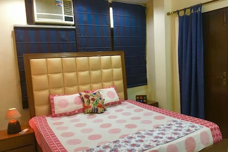 Lajpat Nagar+Pvt Ac room+ wifi+yoga+art gallery