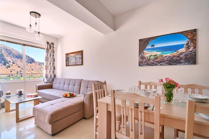 Best Family Friendly Villa near Lake Kournas