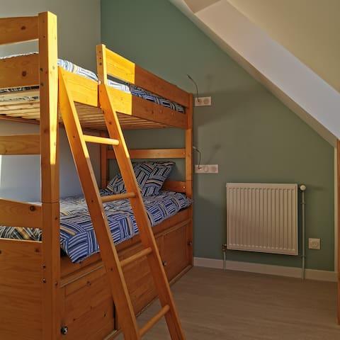 2eme chambre avec lits superposés en 90 cm
