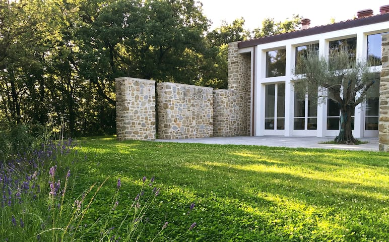 Contemporary Luxury Villa in Umbria - San Pellegrino - วิลล่า