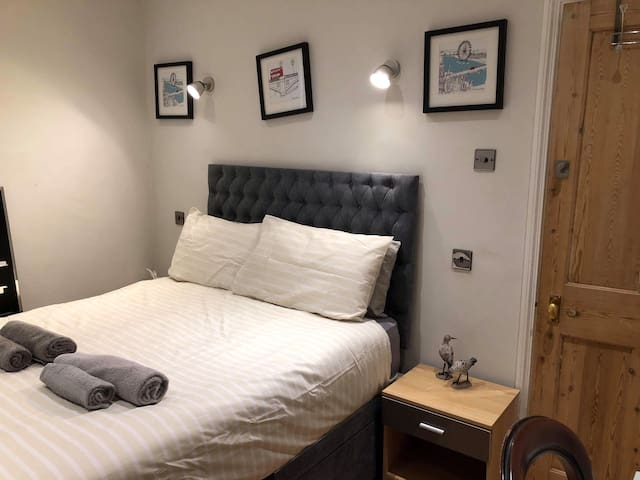 Double Bedroom 2 Hammer smith W6 London