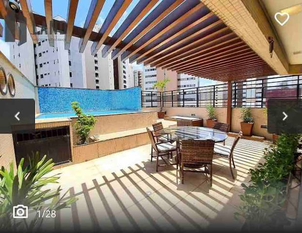 Apartamento com piscina externa privativa