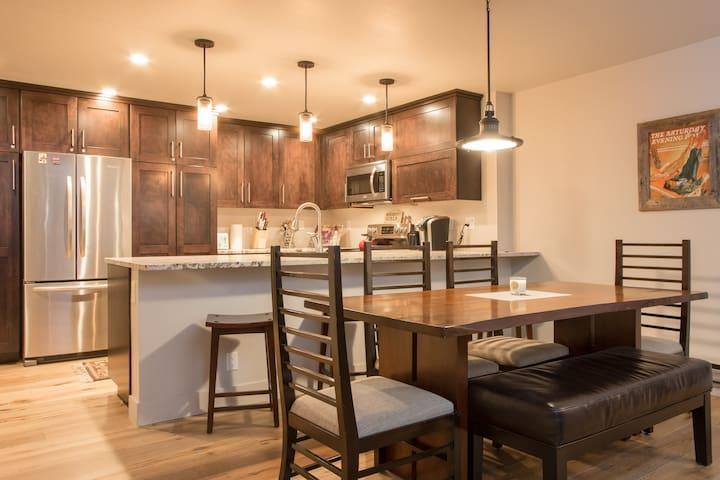 2 Bedroom Condo in great location - Avon - Condominium