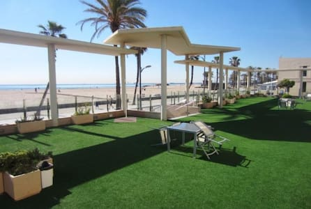 Seafront apt/Sea views/Community Terrace 200m2