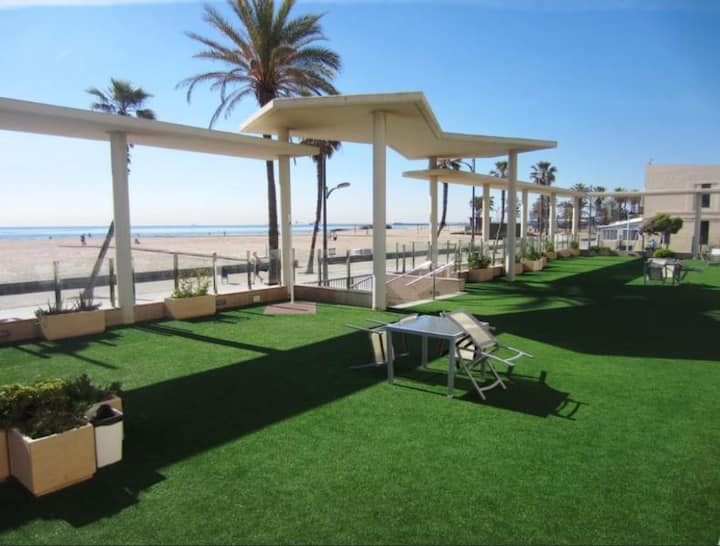 Seafront apt/Sea views/Community Terrace 200m2