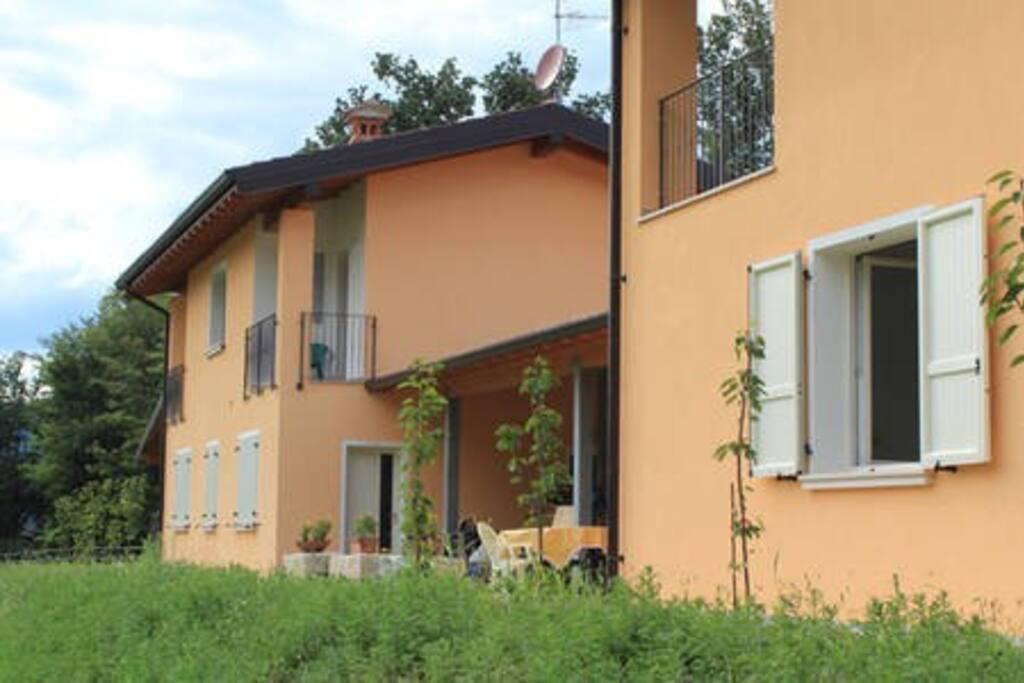 Casa vista dal lato est