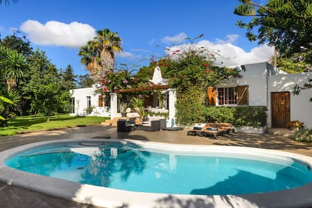 Lovely Can Cozy in Cala Llonga 15M from Ibiza Town