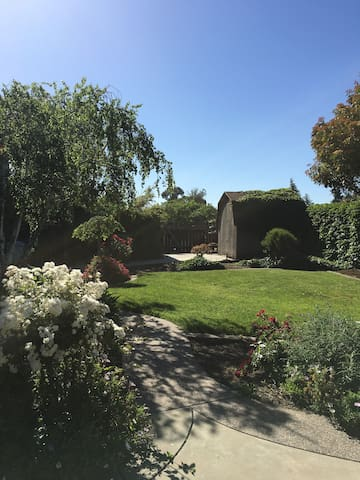 Large Home in Silicon Valley- Manicured Back Yard