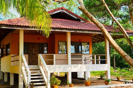 Beachfront House, Chumphon Koh Tao Trip