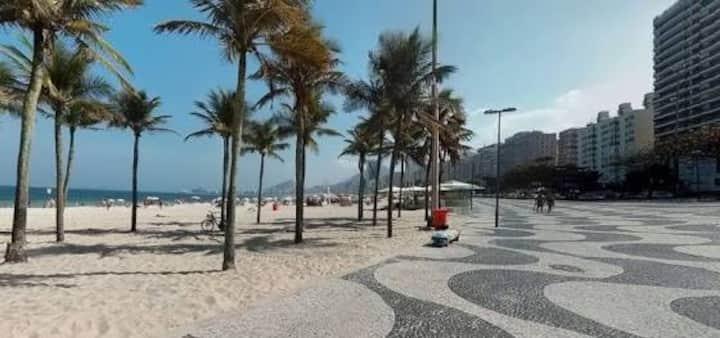 Flat do Leme a 100 metros da praia