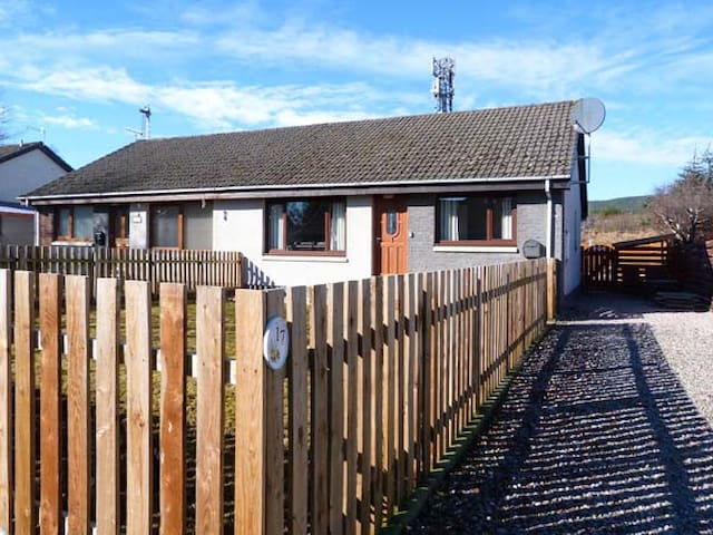 17 LOCKHART PLACE, pet friendly in Aviemore, Ref 931306