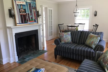 Flexible Holiday Bookings at in-town Cedar Cottage