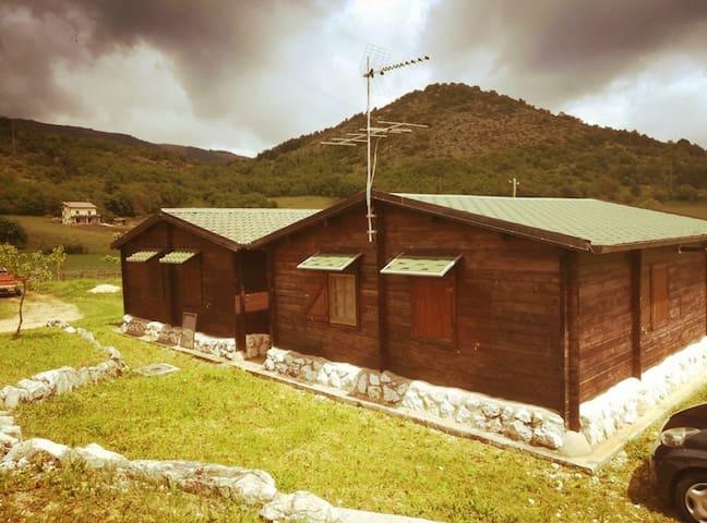 Equinozio, la casa di legno immersa nel verde.