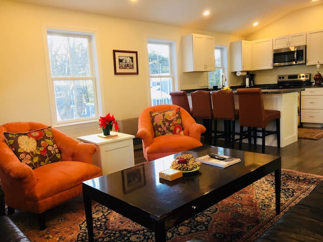 Falmouth Waterfront Carriage House Apt