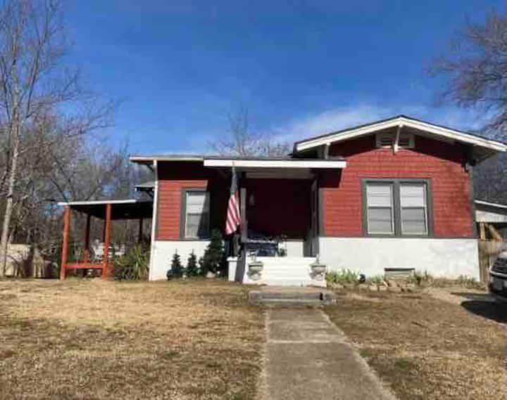 Oaklawn Special, CUTE 3bed/2bath ~ park and walk!