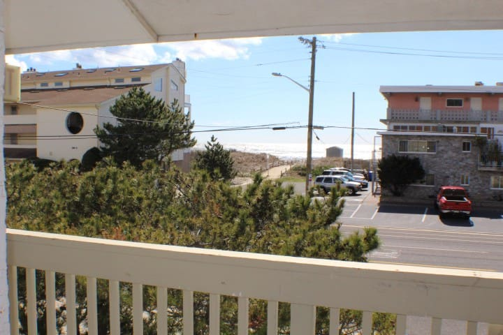 Beach Haven ...steps to beautiful Brigantine Beach - Brigantine