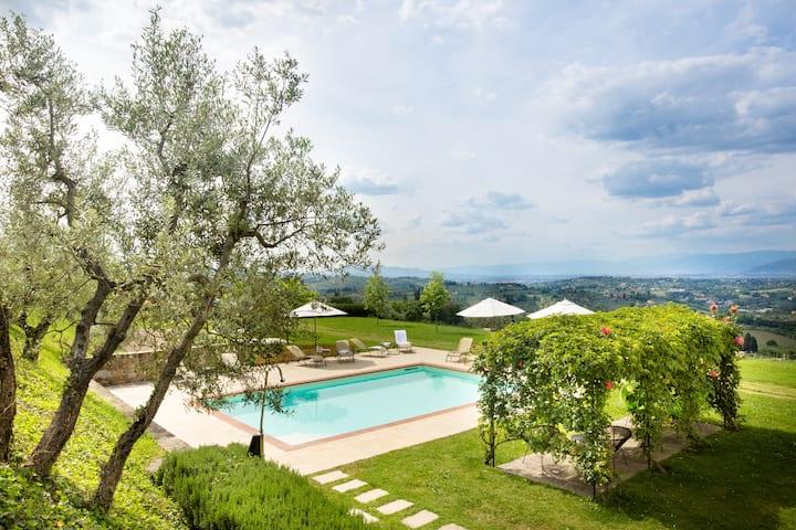 Botticelli Apartment with garden