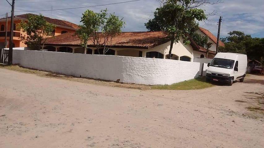 Casa em Itapoá, Itapema do Norte,a 200 m do mar