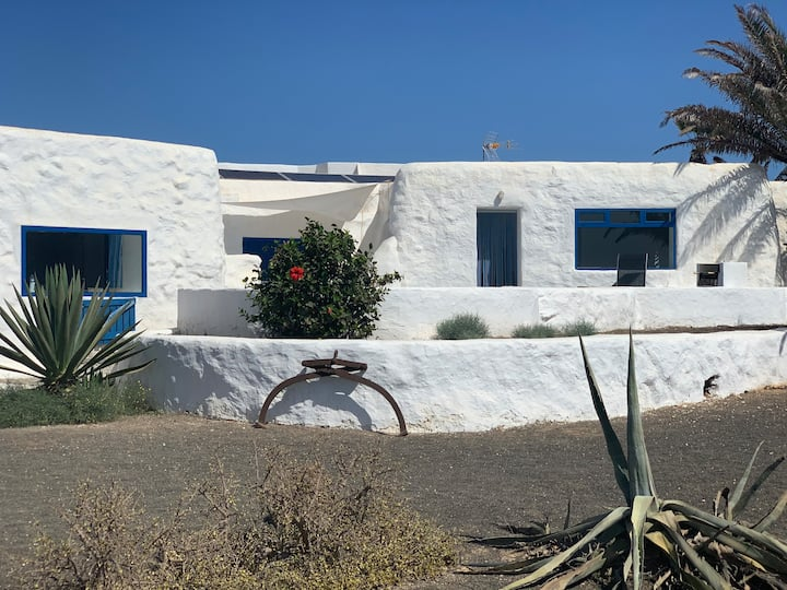 Pedro Barba, La Graciosa Frontline Beach House