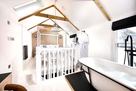 Luxurious retreat hidden inside a Cornish cottage