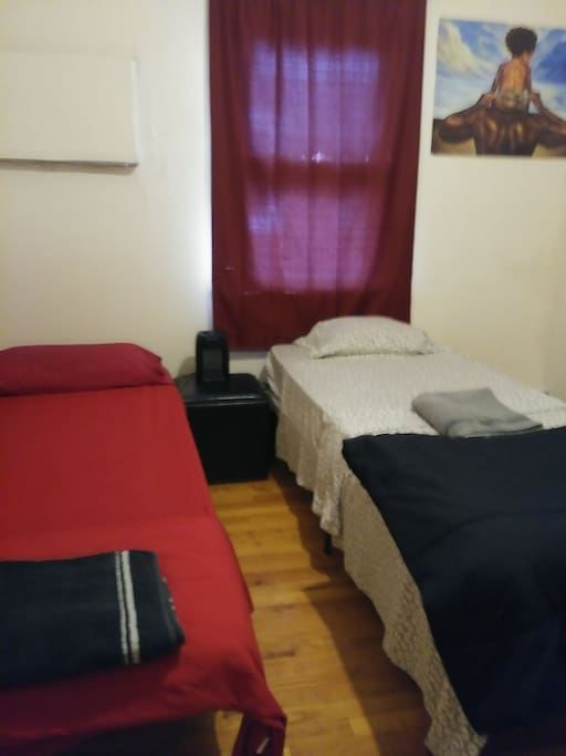Cheap Small Bedroom W Desk 10min To Jfk Mall Appartements Louer Queens New York Tats Unis