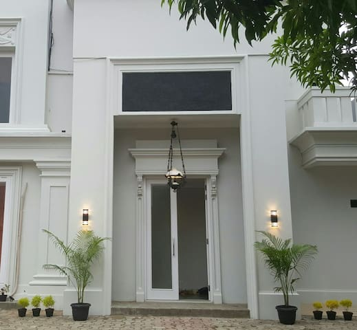 Private cozy well furnished rooms - West Jakarta - House