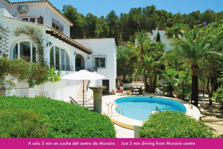 Fantastic 3 bedrooms villa with private pool & A/C