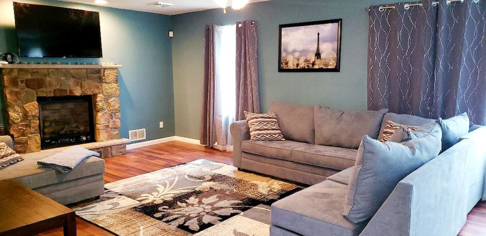 Large 4BR Modern Home in the Poconos. 1 Night Min!