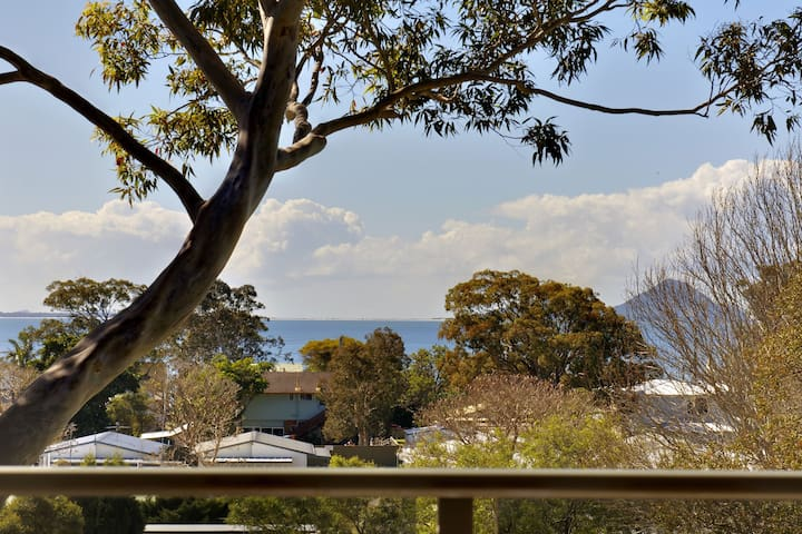 'Bellima Beach House', 9 Jackson Close - huge duplex with air con and fabulous views