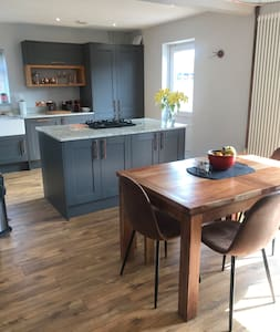 A newly renovated & cosy home close to the quays