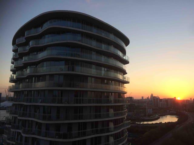 Modern Apartment near Central London &Excel Centre