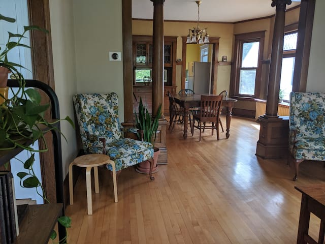 Exceptional 2+BR near U of MN and Downtown.
