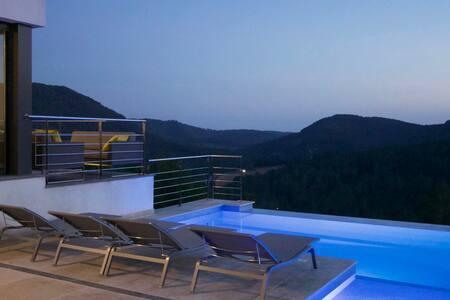 Luxury, designer villa near Sitges - Olivella - วิลล่า