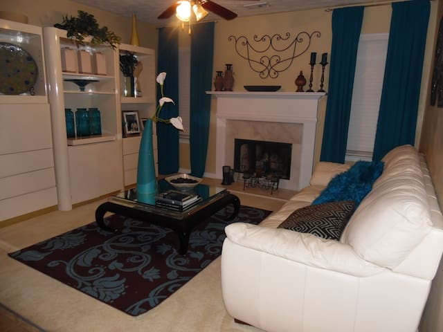 Clean decor room w/two twin beds. - Atlanta - Ev