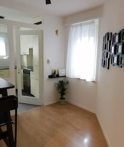 Cosy, clean flat near Zurich City w/services