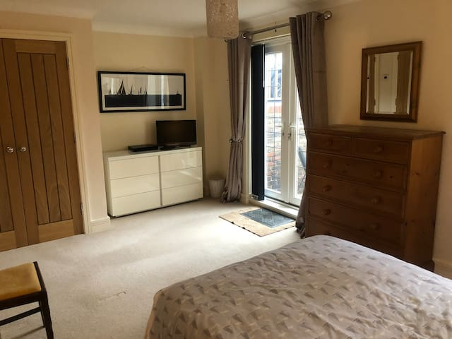 Lovely large double bedroom with large en-suite