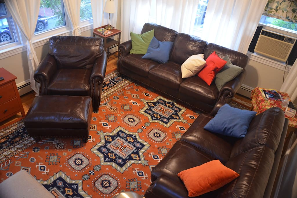 Large living room seats 7 comfortably