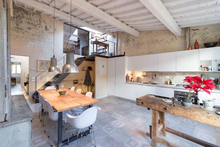 Unique 100 sqm designer flat in Oltrarno