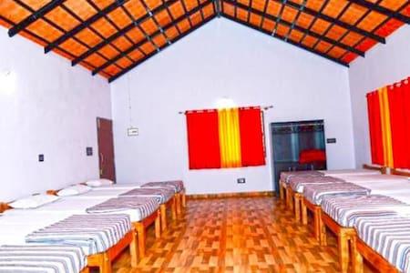 Motorcycle Inn: Dormitory inside Coffee Estates