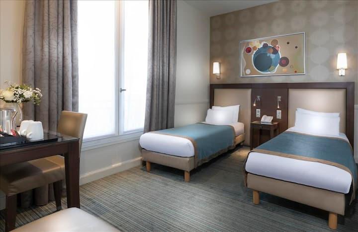 Jolie chambre à 2 lits proche de l'Etoile